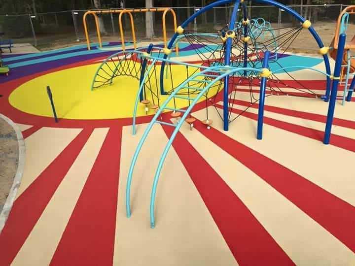 детская площадка с покрытием из эпдм крошки