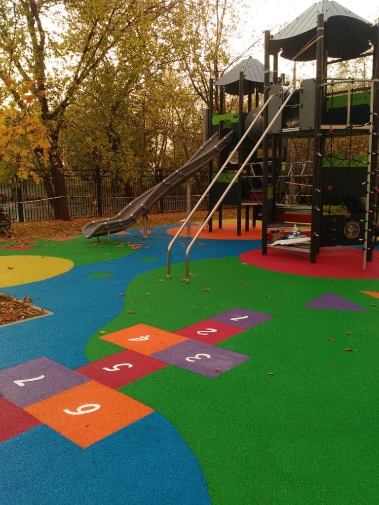резиновое покрытие для детской площадки из эпдм крошки